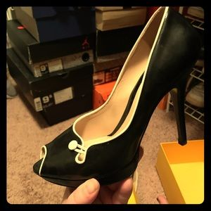 Like new Fendi peep toe, patent leather, 40 pumps